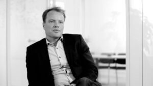 Mikael Nilsson stifter af November First